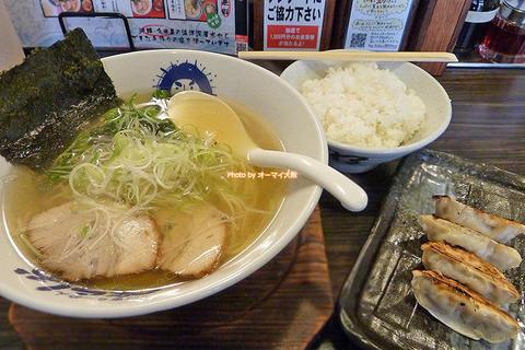 ランチは名物の塩ラーメンと餃子のセットがお得「べらしお あびこ店」大阪メトロあびこ駅