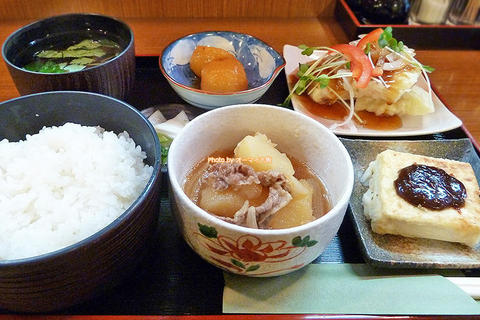 目でも楽しめる鮮やかなランチ!トンカツ店の日替わり定食「すえ広」大阪メトロあびこ駅