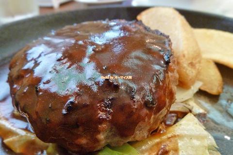 肉がギッシリ詰まったアツアツの鉄板ハンバーグランチ「カノーア」大阪メトロ長居駅