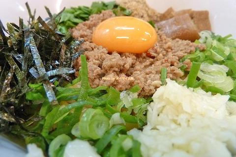 ライス付きで二度おいしい!ジャンクで濃厚な台湾まぜそばを完食「麺屋ガテン」大阪メトロなんば駅