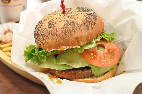 濃厚な味わい!アボカドテリヤキバーガーのランチセット「クアアイナ なんばパークス店」大阪メトロなんば駅