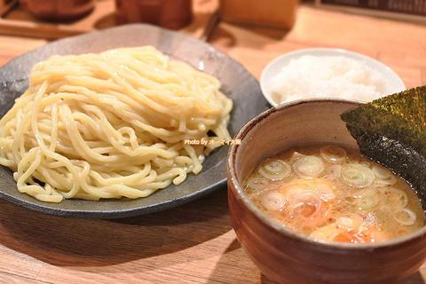自家製麺のつけ麺とトッピングの味玉は名コンビ「つけ麺屋 やすべえ 道頓堀店」大阪メトロなんば駅