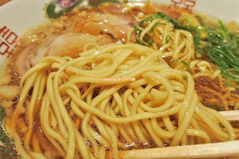 ラーメンもチャーハンも唐揚げも美味!コスパの高いランチセット「中華そば ふじい」大阪メトロなんば駅