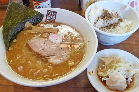 水餃子とライスのお得なセット!ランチで味わう煮干しラーメン「玉五郎 黒門店」大阪メトロ日本橋駅