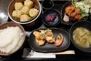 エビマヨもシュウマイも唐揚げも入った中華定食ランチ「黒門 轍(わだち)」大阪メトロ日本橋駅