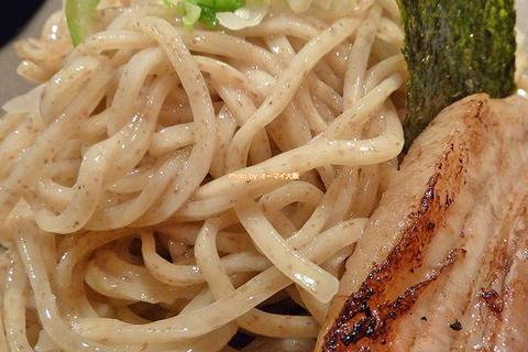 食べごたえ抜群の自家製麺が特盛まで同一料金「つけ麺 きゅうじ」大阪メトロ天王寺駅