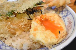 揚げ玉子が人気!隠れた名店の豪華な天丼ランチ「たま天」JR寺田町駅
