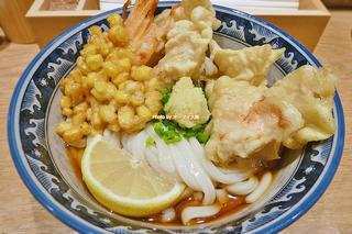 ランチで味わうボリューム満点の鶏天ぶっかけうどん「釜たけ流 うめだ製麺所」大阪メトロ梅田駅