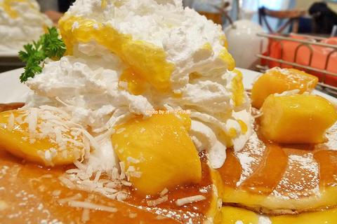 かる〜いホイップクリーム!マンゴーとココナッツのパンケーキ「ハワイアンパンケーキファクトリー ヨドバシ梅田店」大阪メトロ梅田駅