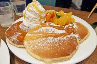通し営業がうれしい!サニーオレンジのパンケーキ「ハワイアンパンケーキファクトリー ヨドバシ梅田店」大阪メトロ梅田駅