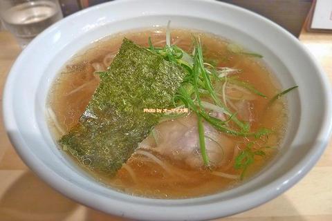 雑味ゼロ!宝石のように美しい澄みきった至高の醤油ラーメン「大阪 麺哲」大阪メトロ梅田駅