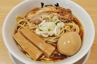 名店の原点がココに!醤油の甘みを引き立たせた人気ラーメン「人類みな麺類」大阪メトロ西中島南方駅
