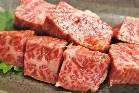 ロースはステーキ!ハラミもおいしい焼肉ディナーの名店「万両(まんりょう)南森町店」大阪メトロ南森町駅