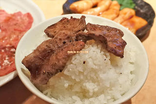 塩タンとホルモンをじっくり味わう焼肉ディナー「万両(まんりょう)天神橋店」大阪メトロ南森町駅