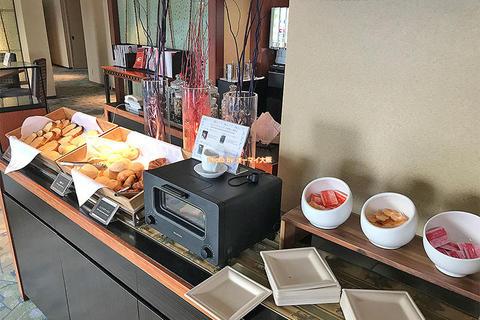 専用ラウンジの体験レビュー「リーガロイヤルホテル大阪」うれしい無料ドリンクと朝食サービス