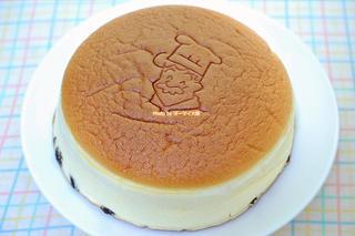 大阪の人気おみやげ第4弾!焼きたてチーズケーキ「りくろーおじさん」なんば本店