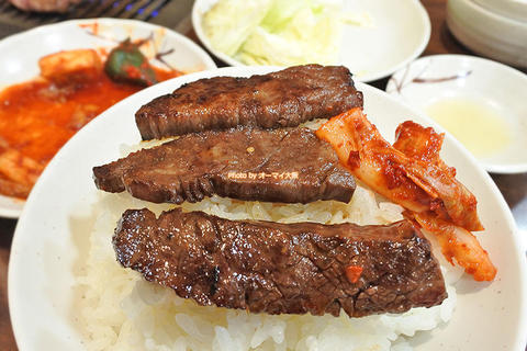美しいサシが入った極上のハラミ!超人気店の焼肉ディナーで味わう特選ハラミ「たきもと」JR堺市駅