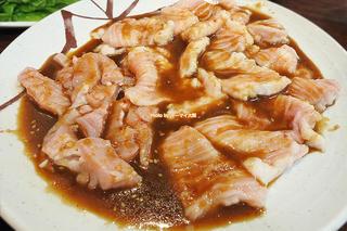 行列ができる焼肉店はホルモンも絶品!ディナーで味わう大好物のミノとテッチャン「たきもと」JR堺市駅