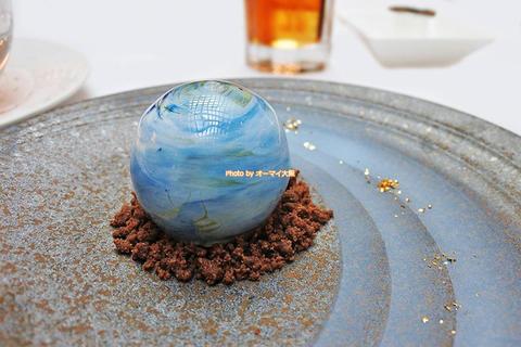 トンカ豆を使った絶品チョコレートと地球の形をした芸術スイーツ「ホテルグランヴィア大阪 リバーヘッド」大阪メトロ梅田駅