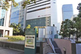 JR大阪駅から徒歩10分「ホテルエルセラーン大阪」晴れの日は地上の交通アクセスが便利