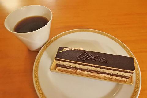 老舗のオペラはチョコレートとコーヒークリームが共鳴する優雅なケーキ「リーガロイヤルホテル大阪 メリッサ」京阪中之島駅